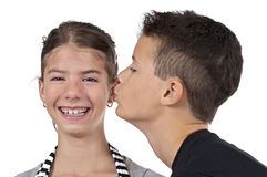 Мальчик целуя девушку Стоковое Фото