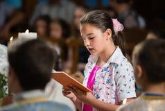 Читает молитву Стоковая Фотография