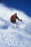 Άτομο που κάνει σκι στη βουνοπλαγιά Στοκ Εικόνες