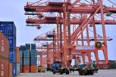 操作在容器船坞,厦门,中国 免版税库存照片
