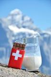 瑞士巧克力和水罐牛奶 库存图片