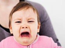 哀伤的女婴 库存图片