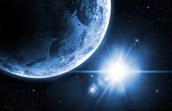 与日出的行星地球在空间 免版税库存照片