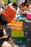德克萨斯的选择前的抗议者 免版税图库摄影