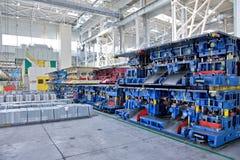 Штемпелевать линии в заводе автомобиля Стоковая Фотография