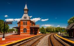 历史的火车站,沿火车轨道 库存图片