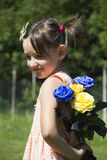 Девушка с цветками Стоковое Фото