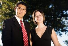 企业夫妇愉快的年轻人 免版税库存照片