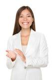 愉快的年轻女实业家拍的手 免版税库存照片