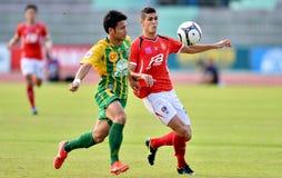 在泰国英格兰足球超级联赛的行动 免版税图库摄影
