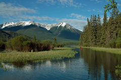 银朱的湖,班夫亚伯大加拿大。 图库摄影