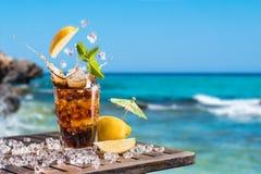 被冰的兰姆酒热带鸡尾酒 免版税库存照片