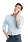 愉快的年轻人谈话在手机 图库摄影