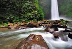 瀑布在巴厘岛,印度尼西亚 免版税库存照片