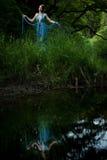 沼泽的少妇公主-时兴的服装的可爱的 免版税图库摄影