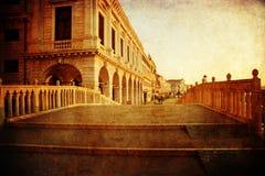 运河桥梁在有葡萄酒纹理的威尼斯 免版税库存照片