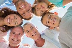 微笑的多一代家庭 免版税库存图片