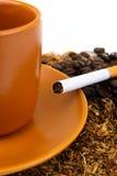咖啡和香烟 图库摄影