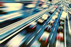 在高速公路的快速车 免版税库存图片