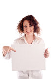 年轻美丽的女孩拿着您的一个空的白色标志能填写 库存照片