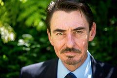 Портрет естественного света человека постаретого серединой Стоковые Фотографии RF