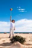 有玩具风车的男孩 免版税库存照片