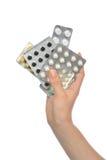 手举行医学阿斯匹灵止痛药片剂药片 免版税库存照片