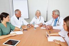 医生队会议在医院 图库摄影