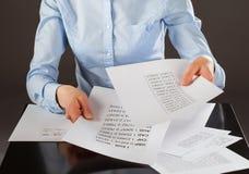 企业分析家与数据一起使用 免版税库存照片
