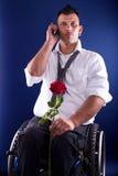 手机和红色玫瑰 图库摄影