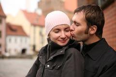 φιλώντας νεολαίες ζευγών Στοκ φωτογραφίες με δικαίωμα ελεύθερης χρήσης
