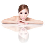 Сторона женщины красоты с отражением зеркала Стоковые Изображения