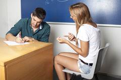 女学生在口试期间 免版税库存图片