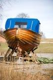 木小船的维修服务 免版税库存图片