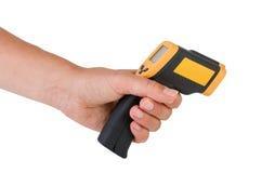 手举行红外线温度计 库存照片