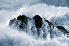 详细的大碰撞的波浪 免版税库存照片