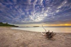 在伊利湖的五颜六色的日落 免版税库存图片