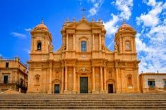 巴洛克式的样式大教堂在老镇诺托,西西里岛 免版税库存图片