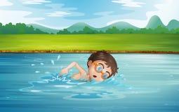 Заплывание молодого человека Стоковые Фото