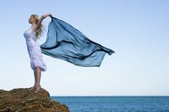 ξανθή θάλασσα κοριτσιών Στοκ φωτογραφία με δικαίωμα ελεύθερης χρήσης
