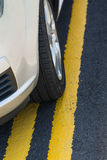 Διπλές κίτρινες γραμμές Στοκ εικόνες με δικαίωμα ελεύθερης χρήσης