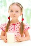 女孩用牛奶 免版税库存图片