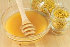 Цветень и мед Стоковые Фото
