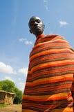 与传统五颜六色的马塞人毯子的马塞语 免版税图库摄影