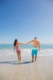 有逗人喜爱的年轻的夫妇假日一起 库存图片
