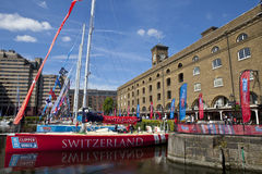 快船队在圣凯瑟琳船坞停泊了在伦敦 免版税库存图片