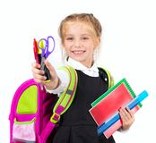 有文具的小逗人喜爱的女孩 免版税库存照片