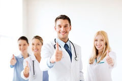 专业年轻队或小组医生 免版税图库摄影