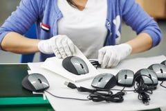 女性中国工作者在工厂 免版税库存照片