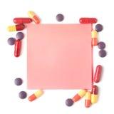 Ζωηρόχρωμα χάπια και έγγραφο για τις σημειώσεις Στοκ Εικόνες